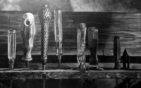 rysunek narzędzi ołówkiem, śrubokręty i klucze na rysunku, jak wycieniować drewno, kurs rysunku w krakowie, jak przygotować teczkę na asp