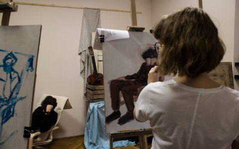 Rysowanie portretu na zajęciach z rysunku
