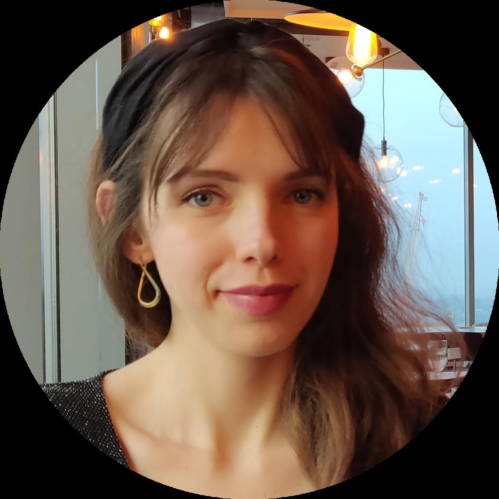 Angelika - prowadząca kurs rysunku architektonicznego